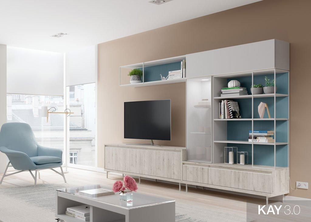Composición de salón con un mueble tv con vitrina vertical y estanterías metálicas