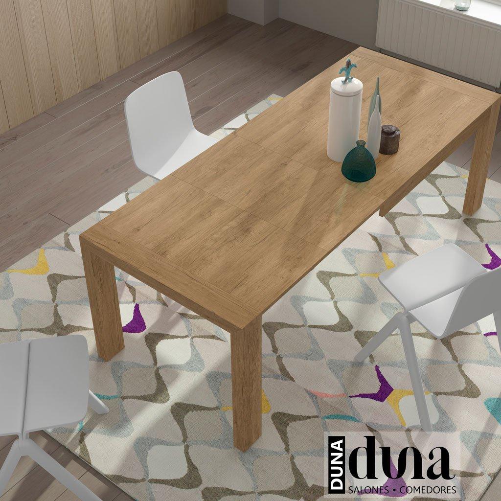 Detalle de la mesa comedor extensible abierta por completo a 220 cm