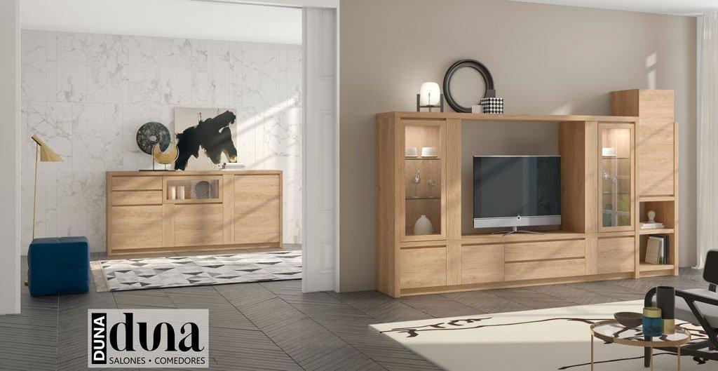 Salón con muebles vitrinas y un aparador como complemento