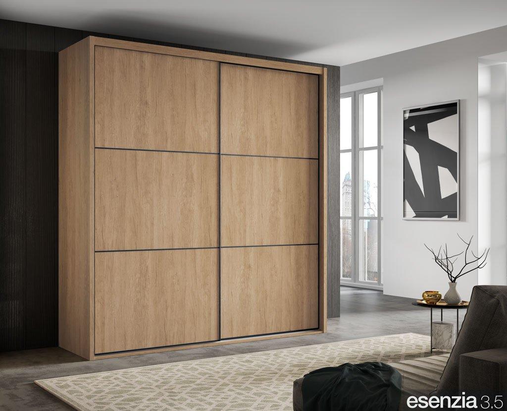 Armario de dos puertas correderas paneladas en color Teka