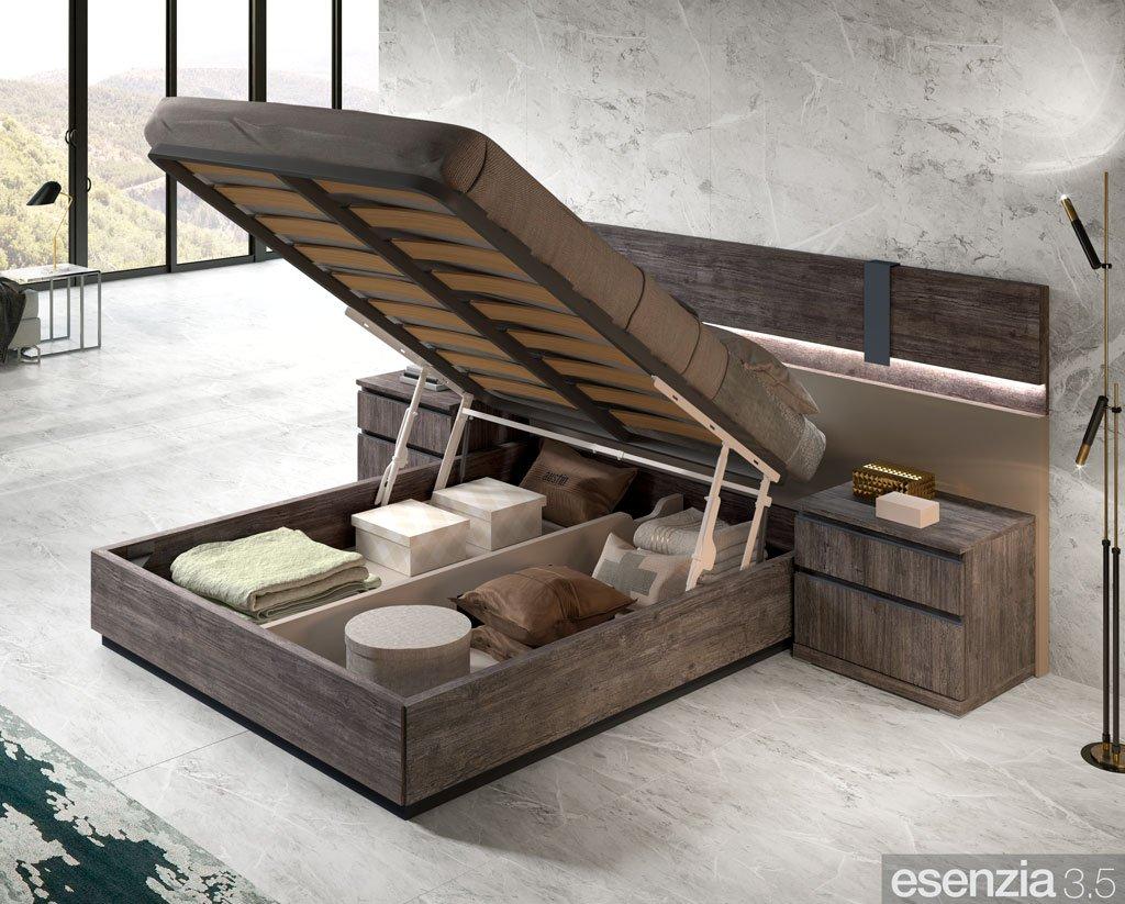 Detalle de la cama canapé abierta para acceder al interior