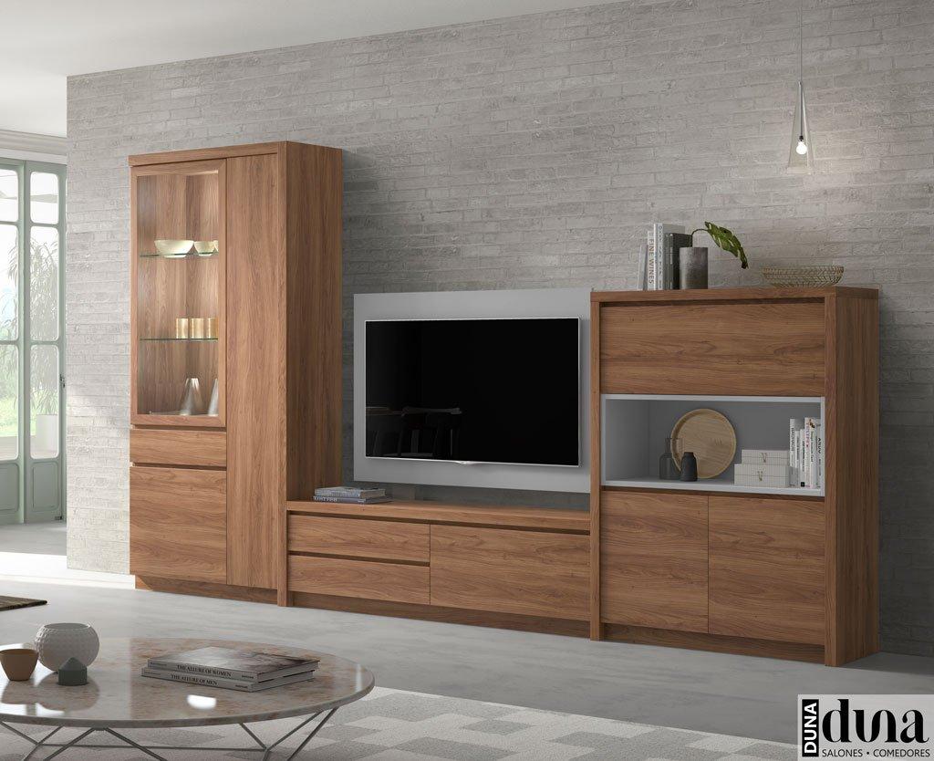 Muebles en color Nogal para el salón con una vitrina vertical